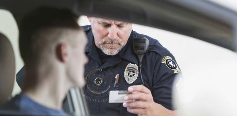 警务人员使用 BodyWorn,可以从自己的角度记录警务工作